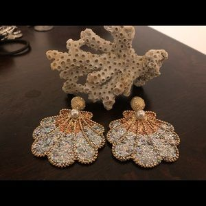 Jewelry - Stunning clam shell earrings!